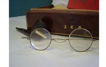 Photo of Conan Doyle's cigar box