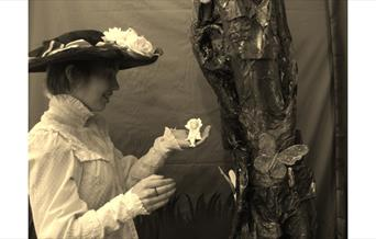 Photo a contemporary version of The Cottingley Fairies