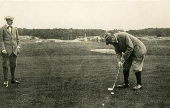 Photograph of Arthur Conan Doyle playing golf