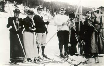 Photograph of Arthur Conan Doyle and Skiiing Party