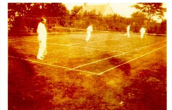 Photo Arthur Conan Doyle enjoying a game of tennis