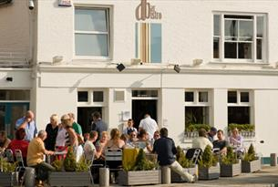 Dine al Fresco at aBar Bistro, Old Portsmouth